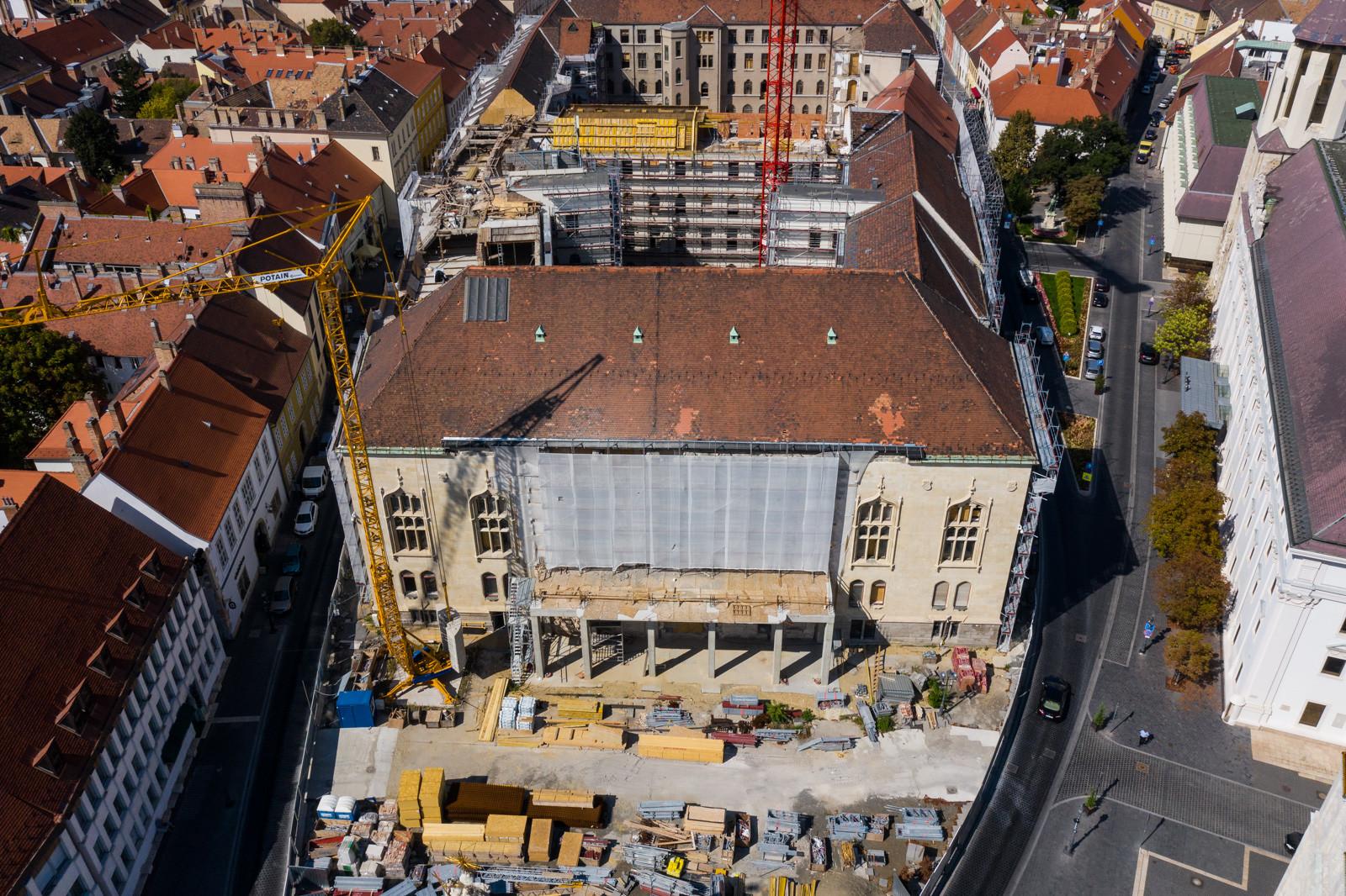 Így kapja vissza egykori kincseit a Budai Várnegyed 115 éves épülete