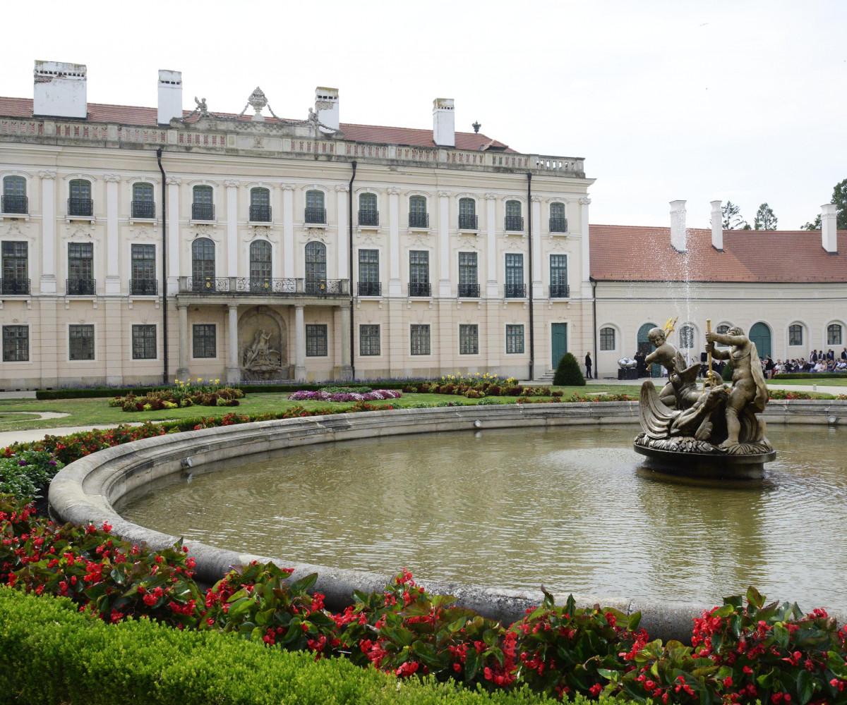 Látványos felújítás után adták át Magyarország egyik legszebb kastélyának nyugati szárnyát